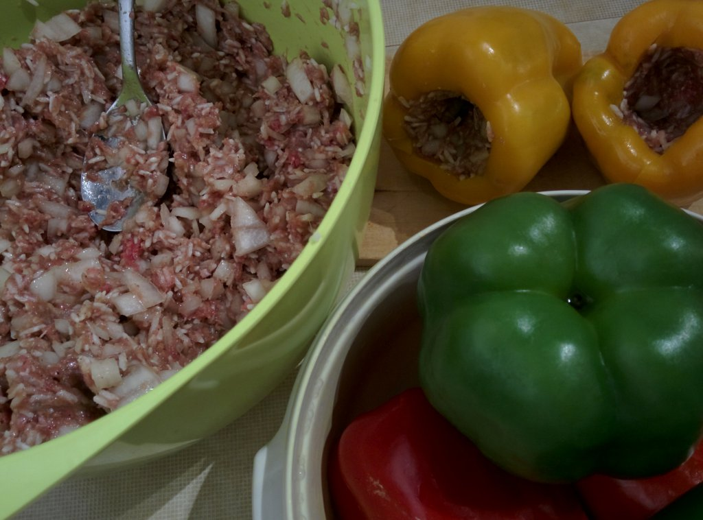 Info Shymkent - Stuff the peppers with spoon or by hand.