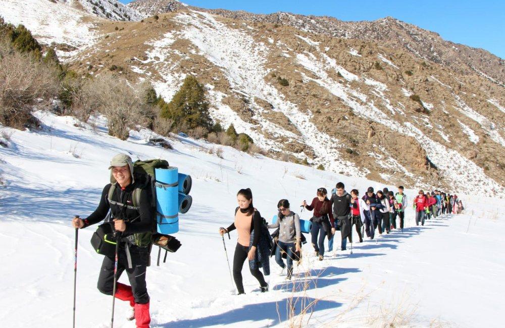 Info Shymkent - Erzhigit with a big group on tour