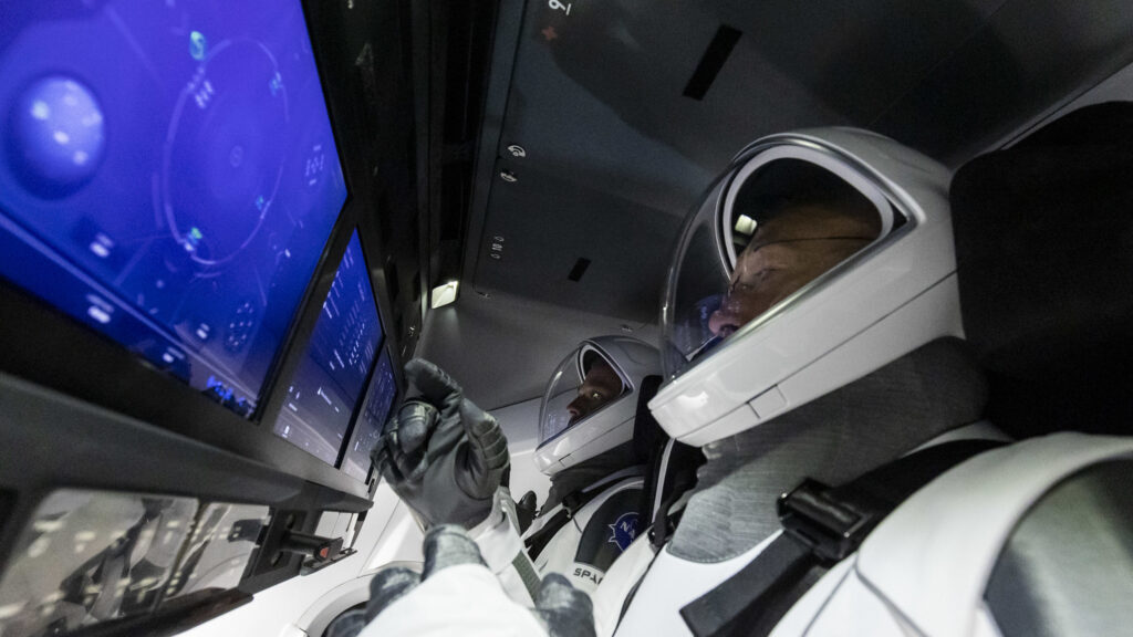Info Shymkent - Inside of the modern Crew Dragon (Image: SpaceX)