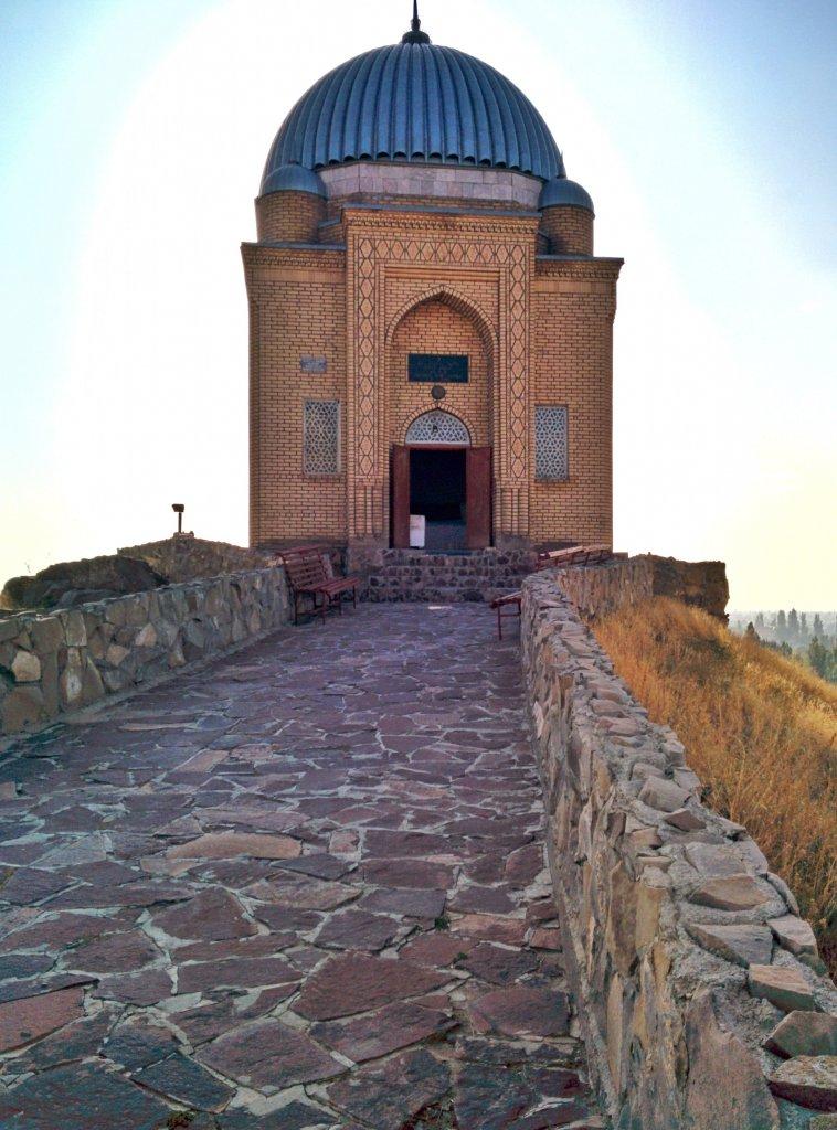 Info Shymkent - Walk way to the Tekturmas Mausoleum near Taraz