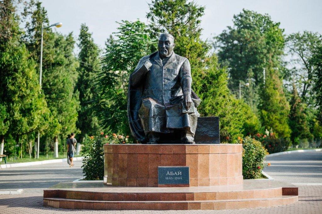 Info Shymkent - Abay Sculpture in Abay Park, Shymkent