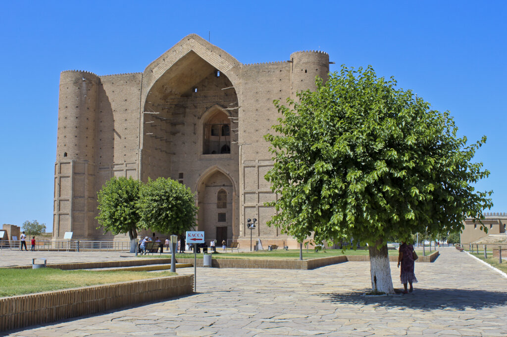 Info Shymkent - Sunny day at the Yasawi Mausoleum in Turkistan