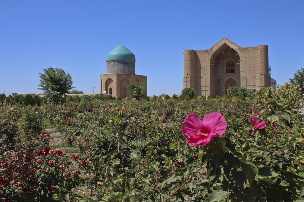 Info Shymkent - Rose garden in front of the Yasawi Mausoleum in Turkistan