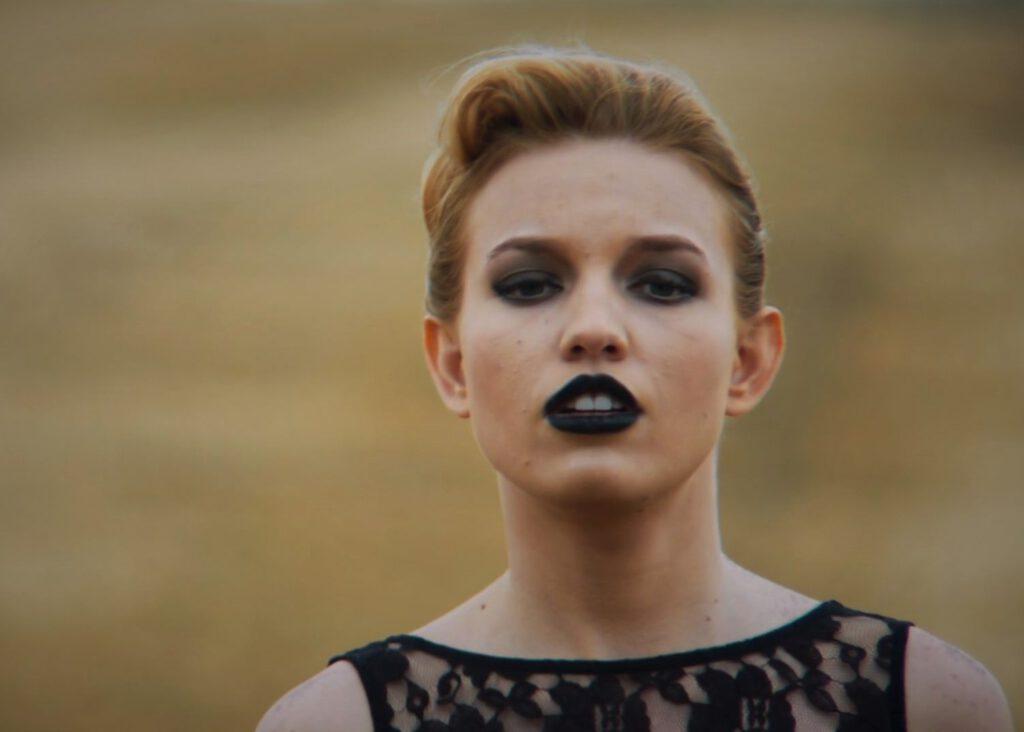 Info Shymkent - Singer Kelsie Kimberlin in her music video Lobotomy