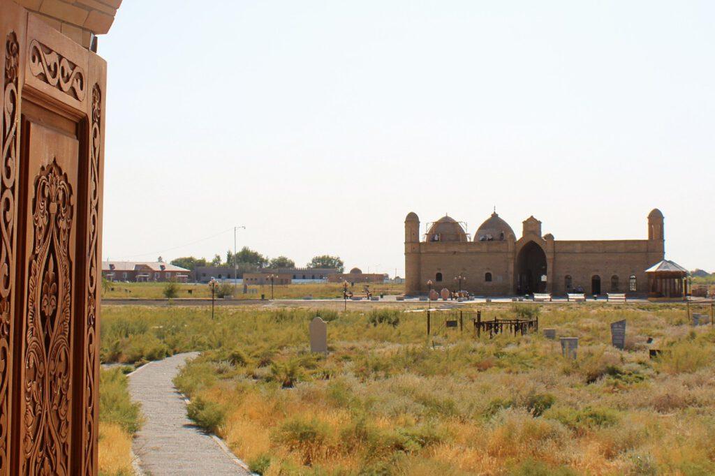 Info Shymkent - Arystan Bab Door view