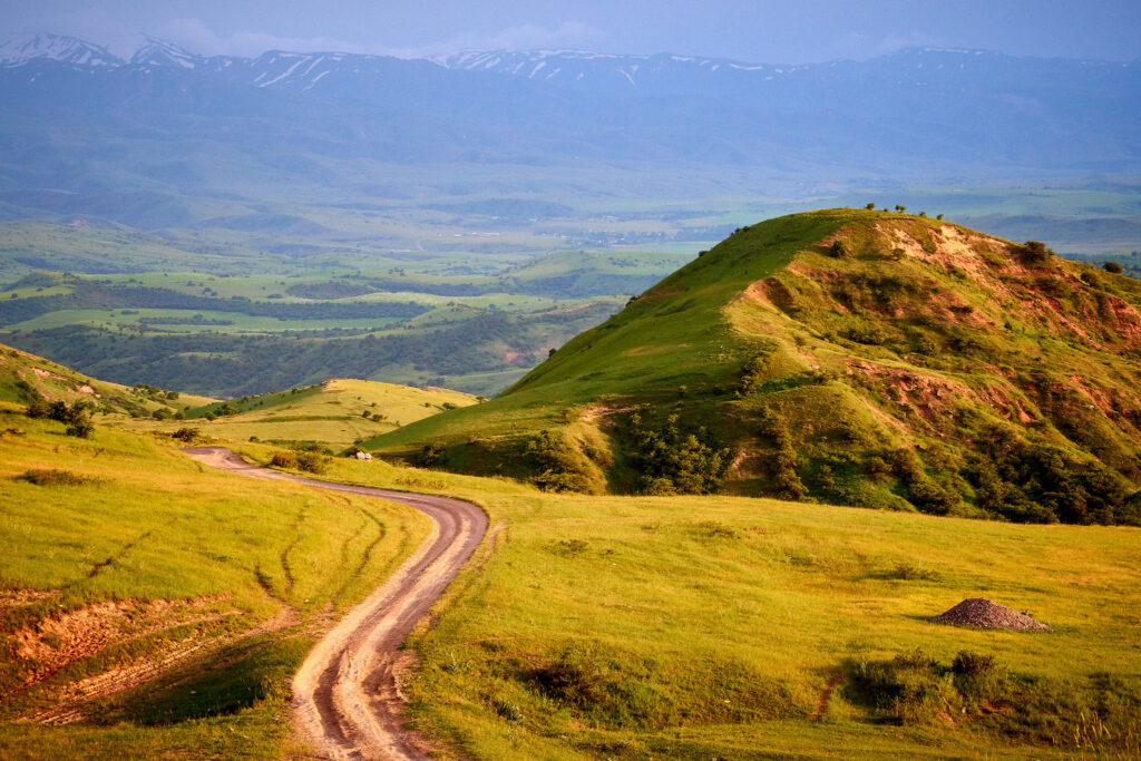 Info Shymkent - Mountain road in Turkestan region (Photographer: Yerbolat Shadrakhov)