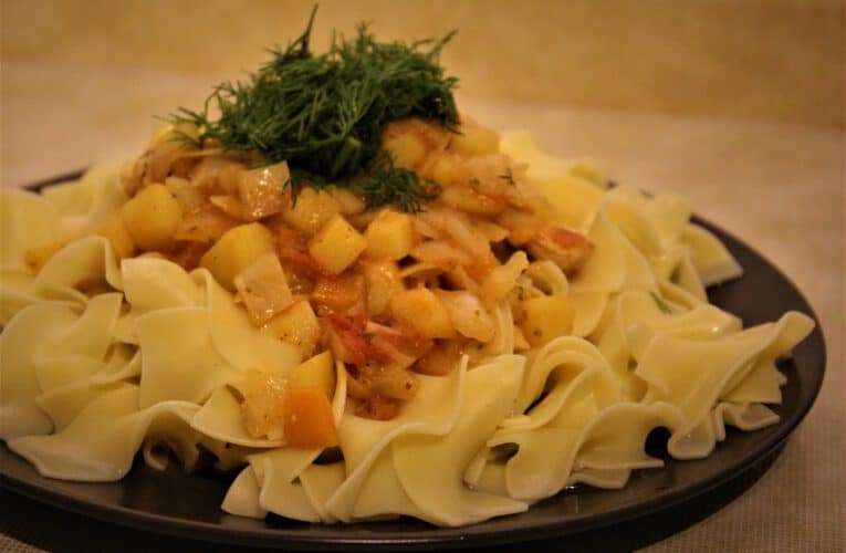 Nansalma – a Kazakh pasta meal with chicken meat