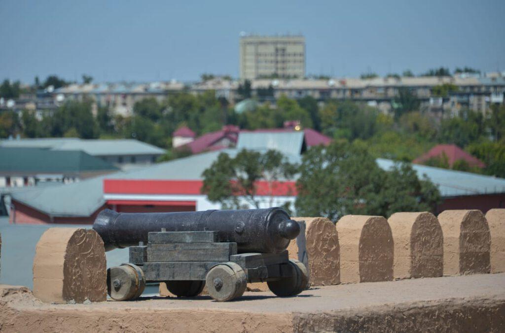 Info Shymkent - Cannon on the Walls of the Citadel of Shymkent (Image: VisitShymkent)