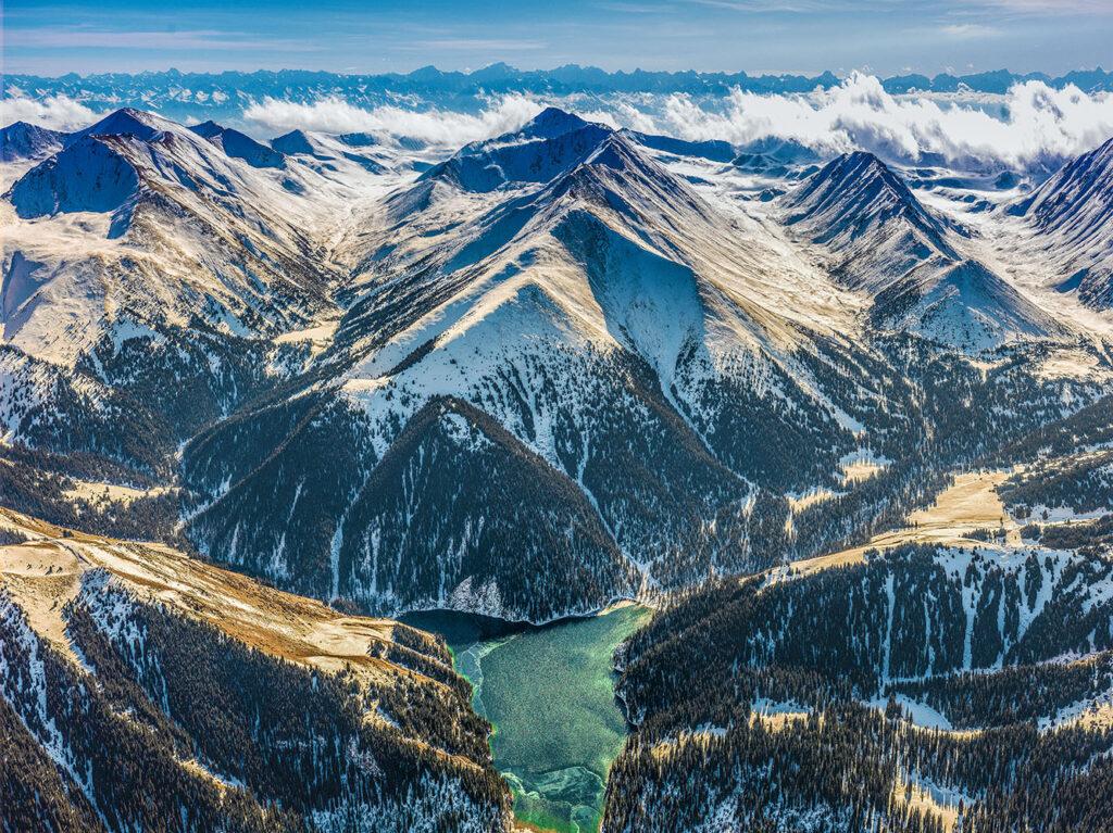 Info Shymkent - Bird view of Tian Shan Mountains in winter (Image: Farhat Kabdykairov)