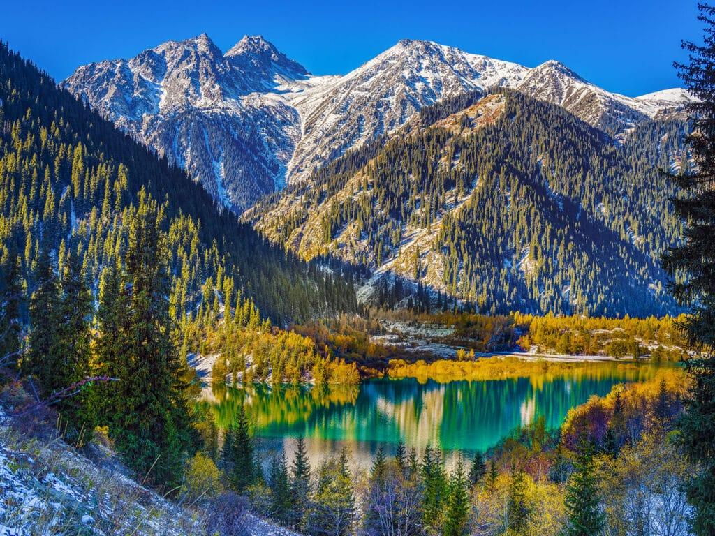 Info Shymkent - Autumn at Lake Issyk in Kazakhstan (Image: Farhat Kabdykairov)