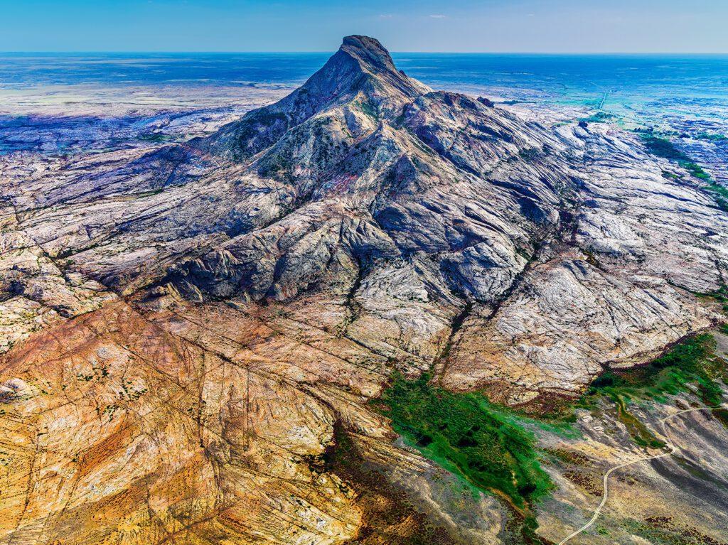 Info Shymkent - Lonely mountain Bektau Ata in Central Kazakhstan (Image: Farhat Kabdykairov)