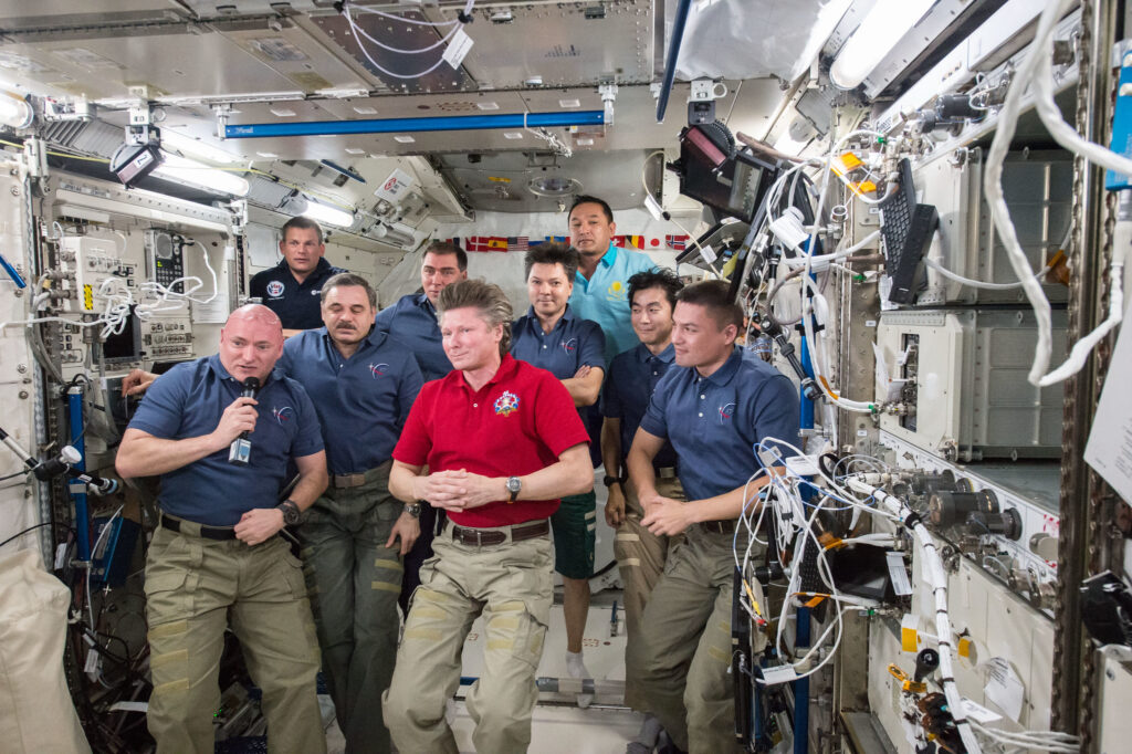Info Shymkent - 20 years human presence in space - International Crew at International Space Station