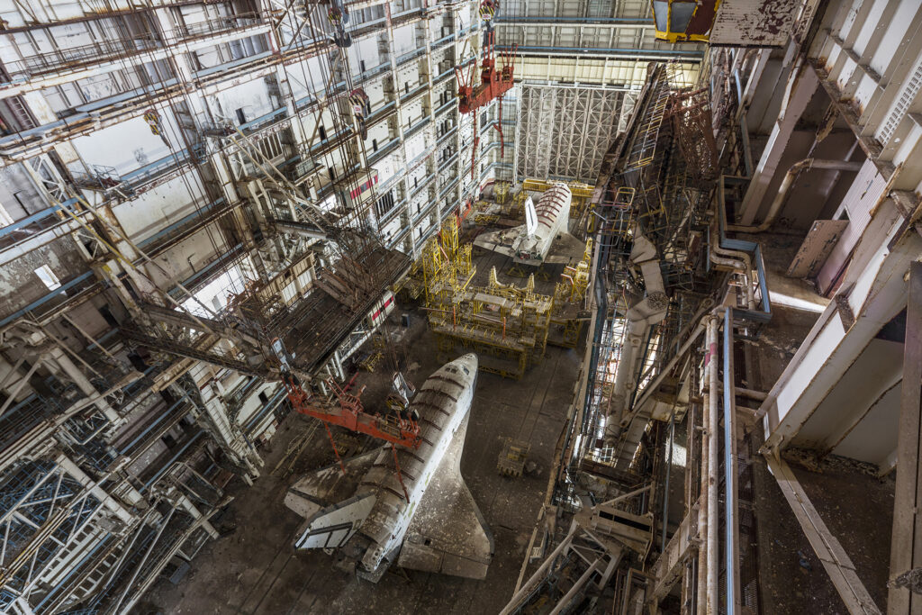 Info Shymkent - Two abandoned soviet space shuttles in Baikonur in the MKZ building (Image: Jonk)