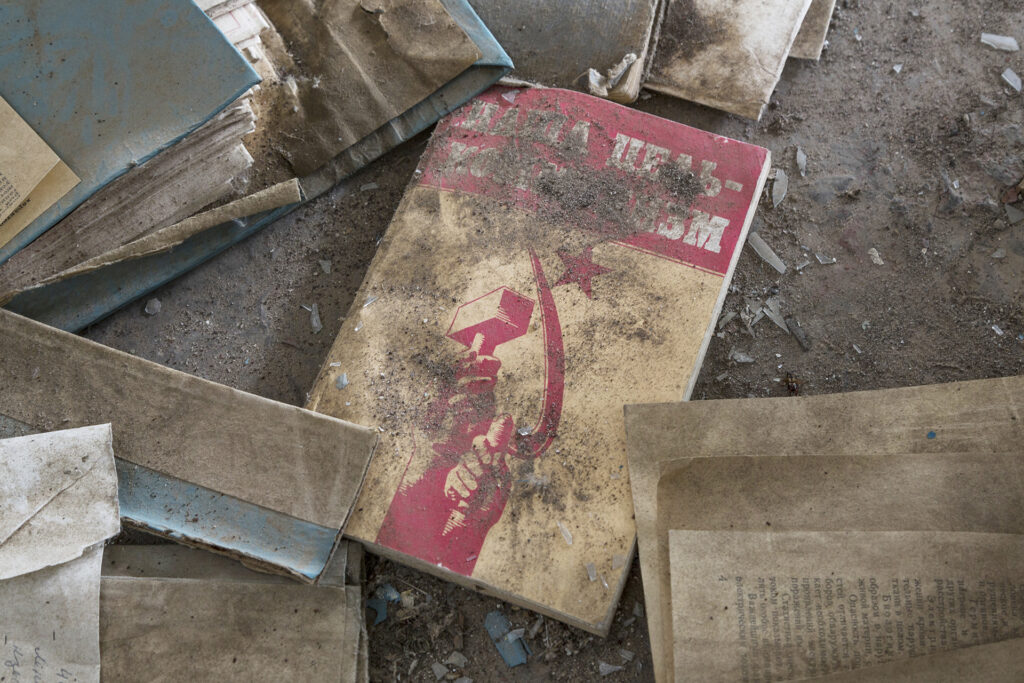 Info Shymkent - A forgotten book in MKZ building in Cosmodrome Baikonur (Image: Jonk)