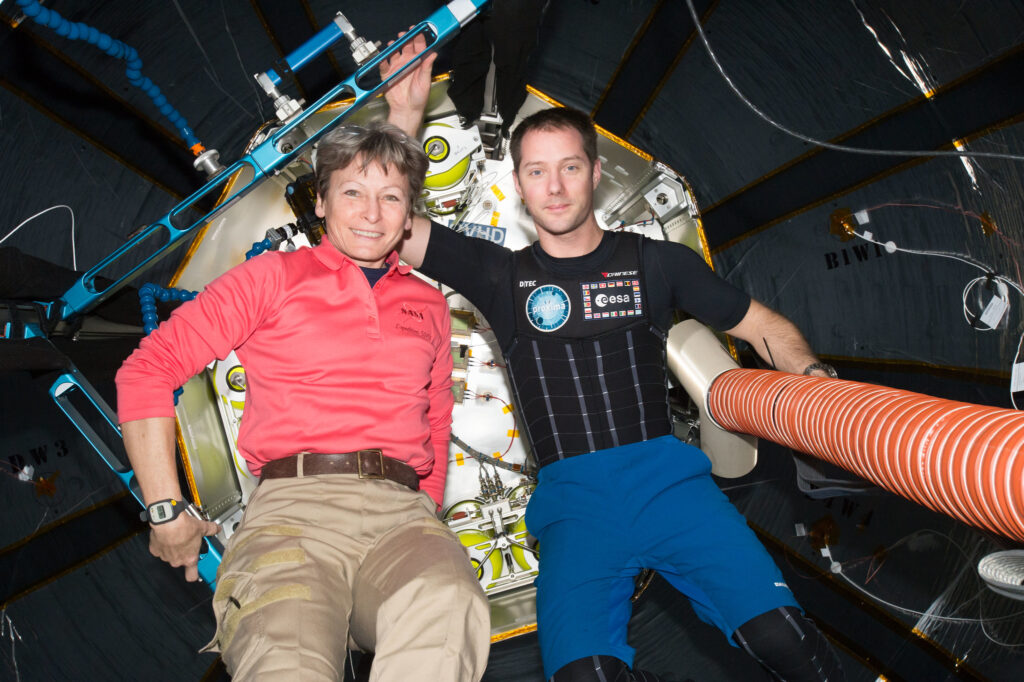 Info Shymkent - 20 years human presence in space - Female record holder Peggy Whitson with Thomas Pesquet (Image: NASA)