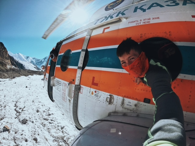 Info Shymkent - Alexandr Kuznetsov - Selfie with Helicopter above Tian Shan mountains