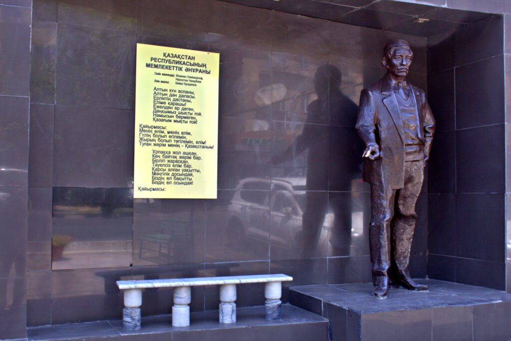 Info Shymkent - Memorial of Composer Shamshi Kaldayakov in front of his birthplace in Shymkent