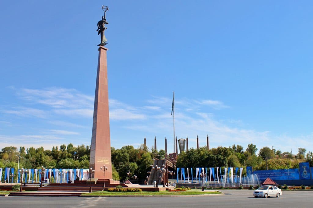 """Info Shymkent - Ordabassy Square with """"Mother Earth"""" monument in Shymkent"""