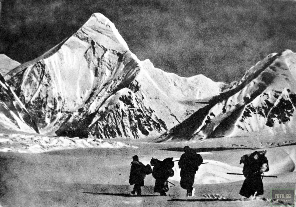 Info Shymkent - Preparation team of Mikhail Pogrebetskys expedition to conquer Khan Tengri in 1931